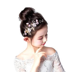 花とパールビーズをちりばめたシンプルなヘアアクセサリー。 正面はもちろん横からのスタイルもインパクト...