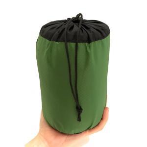 軽量・コンパクトな手のひらサイズの寝袋。  薄手の布生地で肌触りも良いので、夏のキャンプはもちろん、...