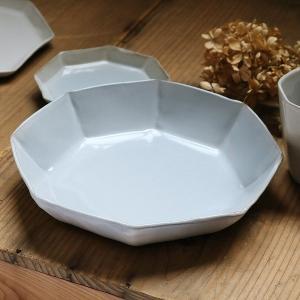 一人分のパスタを入れるのにちょうど良いパスタプレートです。深さがあるのでカレーやシチュー皿としてもご...