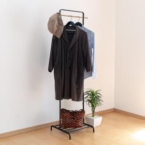 コートやバッグを一つのスペースにまとめて収納できます。サイドのバーには帽子を掛けることもできます。下...