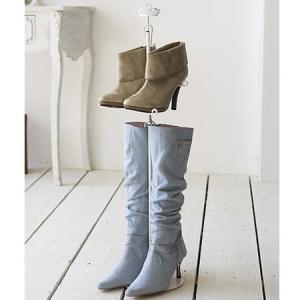 ●ブーツが縦に2足収納できる省スペース型ブーツスタンドです。●伸縮式で、収納するブーツに合わせて高さ...