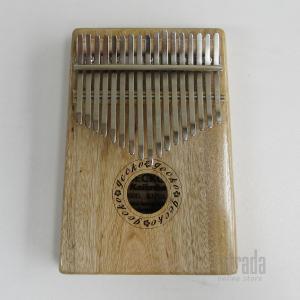 キー:17キー トーン:B サイズ:上幅11.5cm、 下幅13.5cm、長さ18.5cm、厚さ 3...