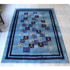 手織りラグ ギャッベ ギャベ・アマレバフ・リビングサイズ232x167cm 淡いブルーと濃紺ボーダー・動物と生命の樹カラフルモチーフ