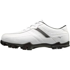 ゆったりした履き心地と軽量性を兼ね備えたコストパフォーマンスモデルのゴルフシューズ。 幅広設計で、ゆ...