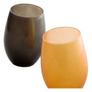 テーブルのアクセントにもなるメタリックなカラーとシンプルで有機的なデザインはモダンにテーブルを演出し...