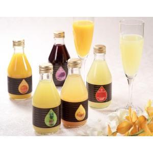 旬の時期に収穫した、美味しい果物をそのままぎゅっと美味しいジュースにしました。 砂糖、香料などを加え...