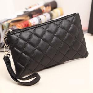 キルティングデザインの長財布です。 キルティングが可愛く女の子らしいアイテムです。 素敵なデザインな...