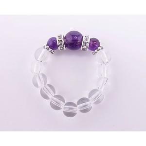 アメジストは、ギリシャ神話に伝わる美少女の化身とされている紫色の水晶です。 高貴な色とされる紫色のこ...