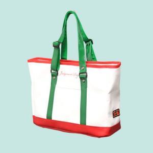球審を務める際に防具バッグとは別に着替えや小物を詰めるバッグに最適です。  カラー:ホワイト×レッド...