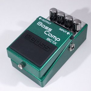 BOSS BC-1X Bass Comp は、ベーシストの演奏に応じて自然なコンプレッションを生み出...
