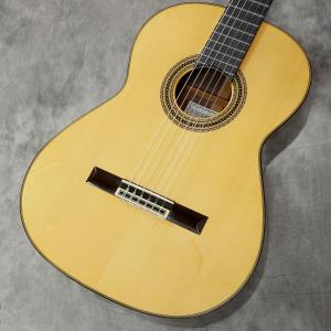 1976年製、田村満氏によって背作された国産クラシックギターです。  トップにスプルース単板、ローズ...