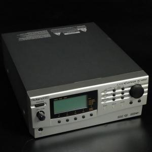 1999年発売のRolandの音源モジュールです。 パート数64、最大同時発音数128、1640の音...