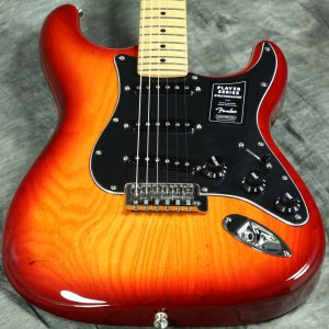 Fender / Limited Edition Player Stratocaster Ash Aged Cherry Burst Maple フェンダー《純正バッグ付アクセサリーキットプレゼント!/+681504690》【S/N MX20067643】