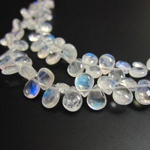 宝石質レインボームーンストーンAAA平ドロップビーズ(ペアシェイプ)5×6mm 1粒売り  ishino-kura