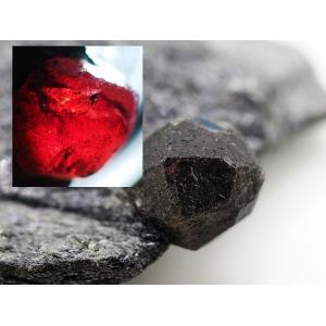 石墨 (黒鉛) 中の アルマンディン ガーネット|ishinomise