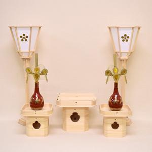 <材 質>:木製:白木 <詳 細>:ぼんぼり1対        三宝:八寸×1個(中ぶた付)    ...
