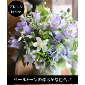 白群 - Byakugun【6月の花】初夏限定 ペールトーンで柔らかな印象に仕上げた花器付きギフトです。 ~ [ アレンジメント M size ] ★ 季節限定 6月~7月 ★|itempost