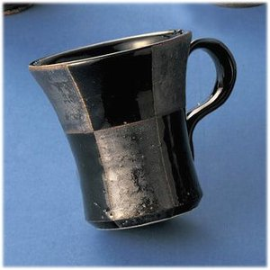 〔マグカップ 常滑焼〕 佳窯 黒釉市松 マグ|itibei