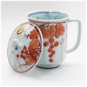 〔マグカップ 有田焼〕 面取ぶどう 蓋付マグカップ(赤)|itibei