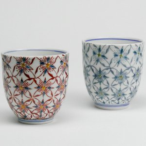 湯呑 花紋 九谷焼 2色・大小あり|ito-shoyudo
