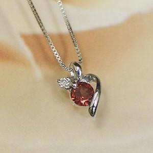 ホワイト ゴールド 誕生石 ネックレス 1月 ガーネット ダイヤモンド ペンダント K18WG 幸せをはこぶ誕生石 バレンタイン ホワイトデー|j-kimura