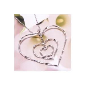 ホワイトゴールド K8WG ネックレス トリプルハートの1つ1つがゆらゆらと揺れて胸元で輝く|j-kimura