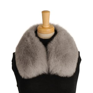 お手持ちのコートが華やかに変身! フォックスファーカラー。   長い毛足が暖かで、柔らかな肌触りの ...