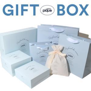 ジェラートピケ専用ラッピング資材商材(ギフトボックス)。 ロゴ入りデザインの箱とショッパーが、贈り物...