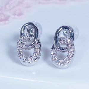 ギフト 「耳元を飾る素敵なダイヤピアス」ダイヤモンドデザインピアス|japangold