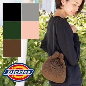 もこもこのボア素材で季節感を表現してくれる3WAY巾着バッグ。  もこもこで可愛らしい素材感が特徴の...