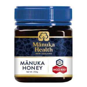 マヌカハニーの「マヌカ」とは、ニュージーランドにのみ自生し、白やピンクの可憐な花を咲かせる木の名前で...