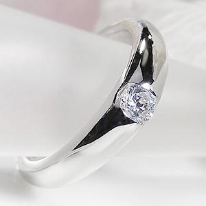 ☆品格ある輝きのプラチナのアームに、輝きの綺麗な0.2ctの大粒ダイヤモンドをセットしたシンプルデザ...