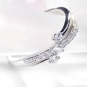 ☆重なり合うプラチナアームに、0.24カラットの輝きの良いダイヤモンドをセットした上品なウエーブリン...
