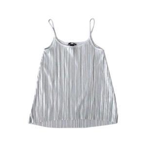 Material ポリエステル100  Size 表記:EUR XS US XS 実寸:肩幅27 身...