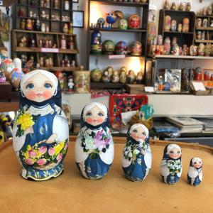 ロシアで一番と言われるコブロフ工房の中でも一番のキャリアを持つ、スベトラーナ・ニコラエワの手による作...