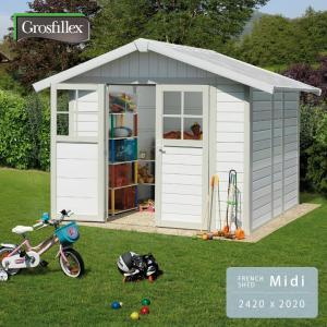 山小屋風? お庭のアクセントに 小屋型の収納庫を置いてみよう!