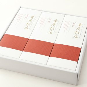 人気ナンバーワンのオリジナル中華菓子を2本セットで箱に詰めました。 横浜中華街のお土産、大切な人への...
