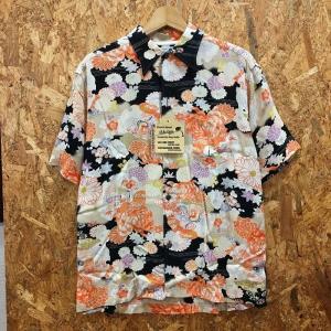 【中古】サンサーフ メンズ アロハシャツ 菊 着物デザインスペシャル ブラック系 表記サイズ:M[jggI]|junglejungle