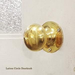 伝統を受け継いだ重厚な真鍮のドアノブ。 こちらは、平丸ノブの丸座タイプです。  クラシカルで正統派な...