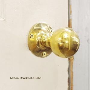 伝統を受け継いだ重厚な真鍮のドアノブ。 こちらは、球体ノブの丸座タイプです。  クラシカルで正統派な...