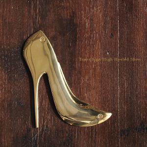 ブラス(真鍮)を素材とした『 ピクトサイン 』シリーズ。  こちらは女性用のレストルームや更衣室にぴ...