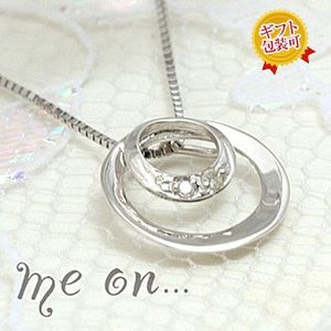 【me on...】お取り寄せ/61797/ノスタルジックな三日月/K10ホワイトゴールドムーンモチーフ/ダイヤモンドネックレス/ミーオン sale juraice
