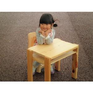 ヒノキの手作りお子様机セットです。ヒノキ等の天然木、ムク材を使って雑貨から丸太家具まで、木のもつ暖か...