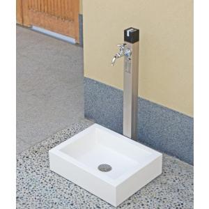 キューブ型水抜きハンドルは、外筒と一体型形状です。 水抜きハンドルを90度回転操作するだけで凍結防止...