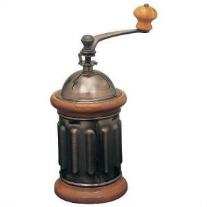 挽いた粉はワンタッチで本体から取り外せ、ドリッパーに簡単に入れられます。コーヒー豆を自分で回し挽いて...