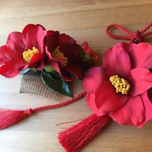 赤い椿の髪飾り、成人式 、卒業式 、入学式、ウェディング、七五三、着物、結婚式、バースデーに。|kaen