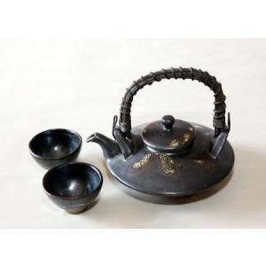 1978年より鹿児島陶芸展などに出展し、数々の賞を受賞!日展では17回の入選!技術だけでなくこだわり...