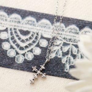 K10WG クロスモチーフに0.04ctの天然ダイヤモンドが輝くネックレス あずきチェーン ダイアモンドの宝石鑑別書カード付き 4月の誕生石 十字架|kagu-piena