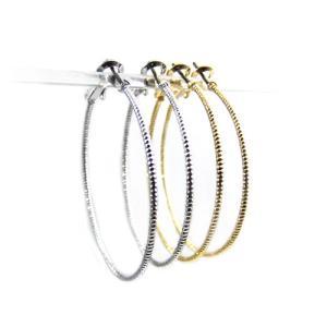 大ぶりフープピアス ロープのようなねじり模様を刻んだリングピアスシルバー ゴールドの2色 チタン製ポストで低アレルギーで安心