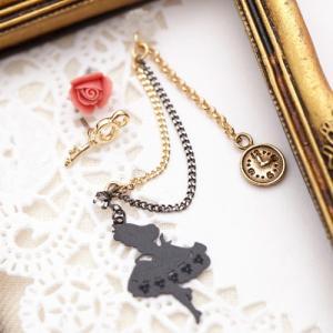 日本製 ステンレス316L製ポスト セットピアス 1粒石付きアリスシルエット 薔薇 スペードの鍵 時計モチーフ付きフリンジチェーン マルカン付き2連チェーン 01‐ゴ